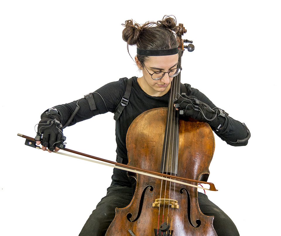 Alice with MoCap and Cello - P1080813_Web
